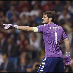 EUC Adidas Real Madrid Iker Casillas jersey Sz XL